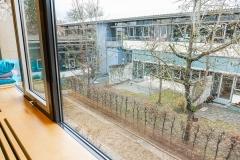 Fenster-Gartenblick